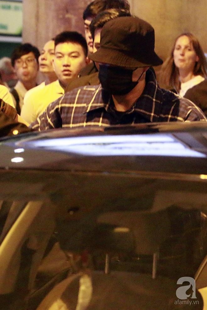 Quá nhanh quá nguy hiểm, So Ji Sub rời sân bay trong chớp nhoáng - Ảnh 9.