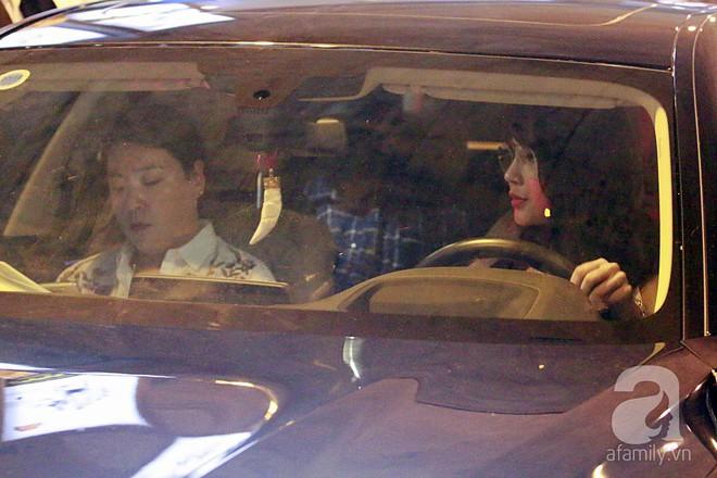 Quá nhanh quá nguy hiểm, So Ji Sub rời sân bay trong chớp nhoáng - Ảnh 10.