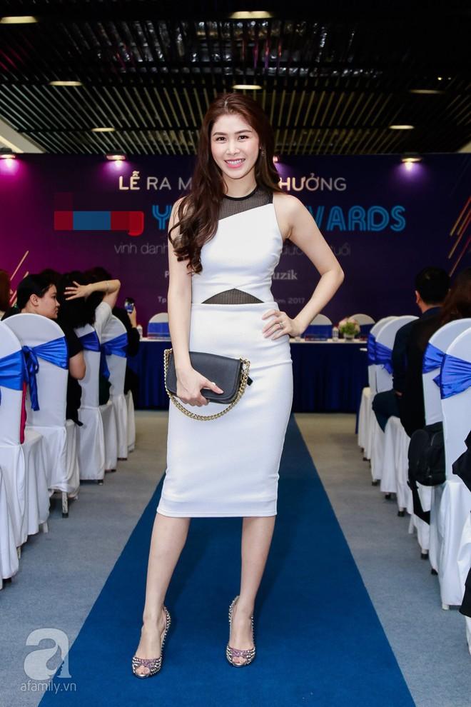 Bà xã Đăng Khôi xinh đẹp hết phần người khác hộ tống chồng đi sự kiện - Ảnh 2.