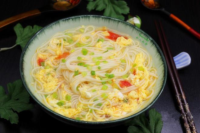 Nấu mì trứng cà chua cho bữa sáng siêu tốc ai cũng khen ngon - Ảnh 6.