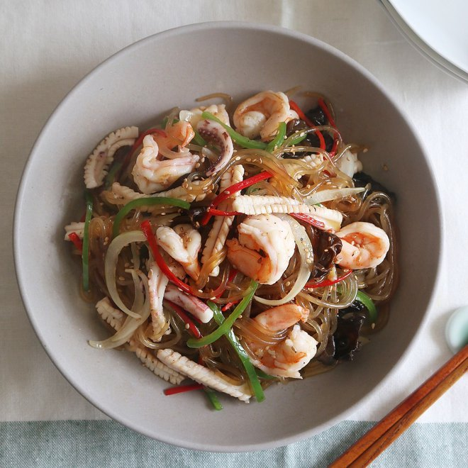 Đầu tuần bận rộn, bữa tối chỉ cần tô miến trộn hải sản cũng vừa no vừa ngon - Ảnh 7.
