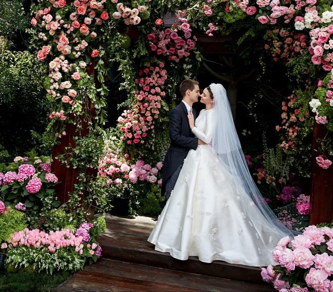 Câu chuyện đằng sau chiếc váy cưới kín như bưng mà Miranda Kerr mặc tại đám cưới lần thứ 2 - Ảnh 4.