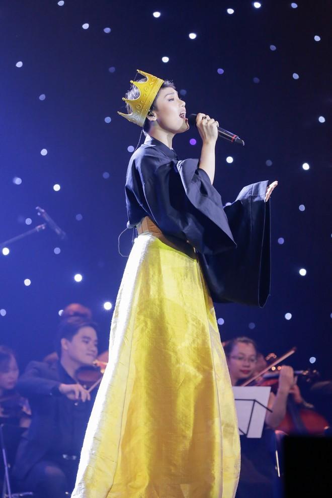Miu Lê tái mặt khi bị chê bai không ngớt lời vì giọng yếu, hát hời hợt - Ảnh 3.