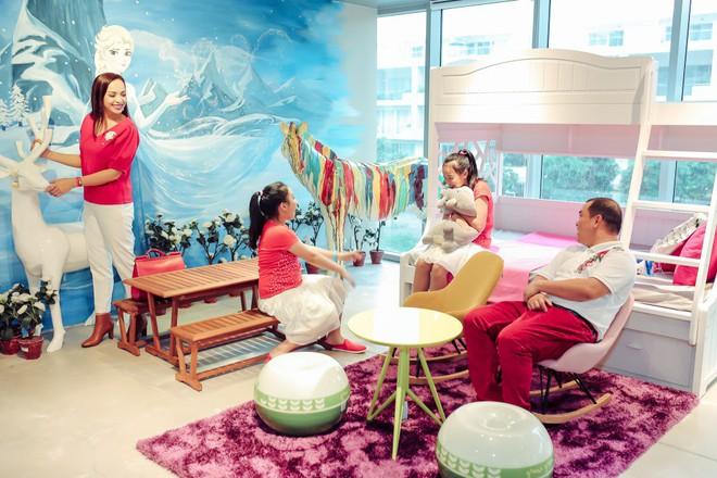 Hai con gái nhà Thúy Hạnh - Minh Khang lớn phổng phao bên bố mẹ - ảnh 11