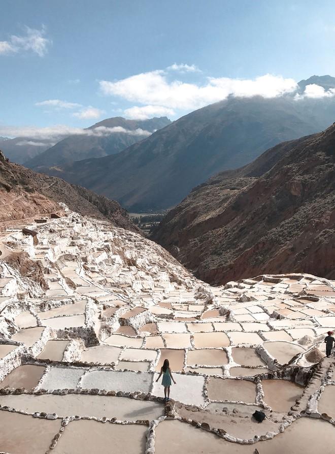 Có một cánh đồng muối kỳ lạ ở lưng chừng đồi núi cao hơn 3000m - Ảnh 1.