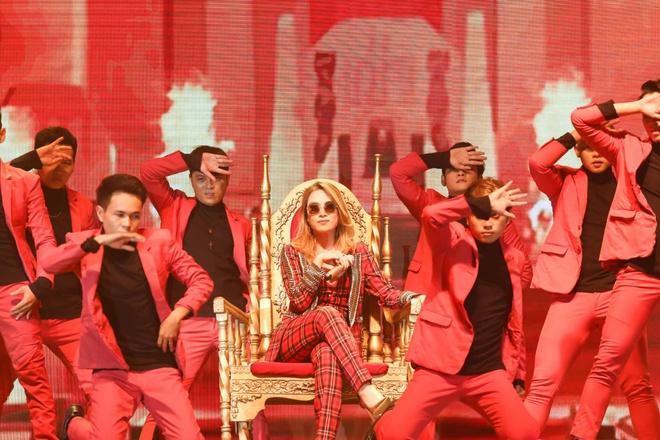 Mỹ Tâm lần đầu mang hit triệu view gây sốt lên sân khấu - Ảnh 3.