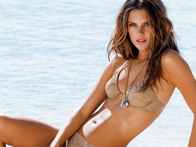 Alessandra Ambrosio: Chị đại của Victorias Secret đã sở hữu mông căng tròn, sexy mà không lo to đùi nhờ bí quyết này - Ảnh 4.