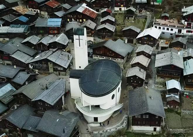 Được tặng 1,6 tỷ đồng nếu đến sống ở ngôi làng đẹp như mơ giữa lưng chừng núi - Ảnh 2.
