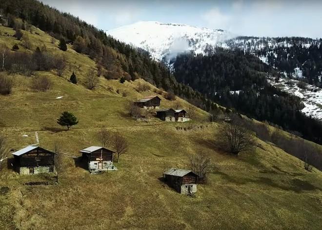 Được tặng 1,6 tỷ đồng nếu đến sống ở ngôi làng đẹp như mơ giữa lưng chừng núi - Ảnh 5.