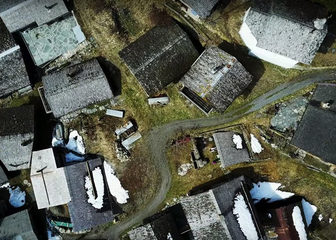 Được tặng 1,6 tỷ đồng nếu đến sống ở ngôi làng đẹp như mơ giữa lưng chừng núi - Ảnh 8.