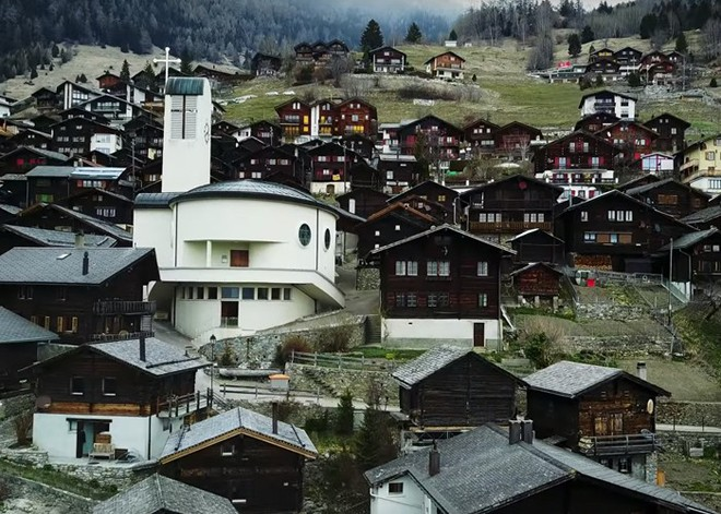 Được tặng 1,6 tỷ đồng nếu đến sống ở ngôi làng đẹp như mơ giữa lưng chừng núi - Ảnh 7.
