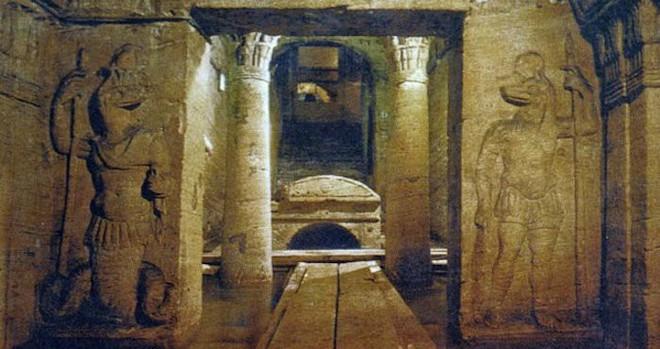 Phát hiện khu hầm mộ đồ sộ nghìn năm một cách tình cờ nhờ công của một con lừa - Ảnh 1.