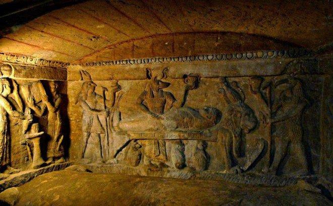 Phát hiện khu hầm mộ đồ sộ nghìn năm một cách tình cờ nhờ công của một con lừa - Ảnh 5.