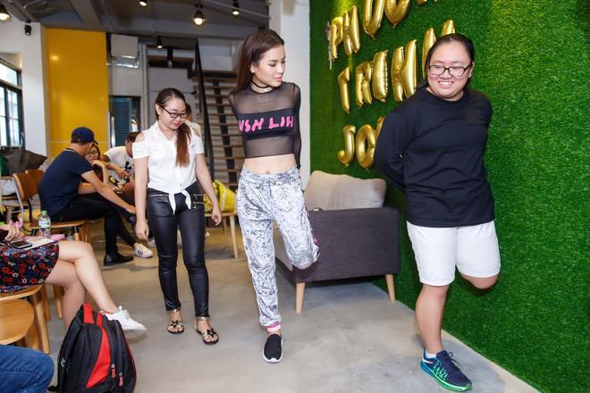 Phương Trinh Jolie diện áo xuyên thấu, cười tít mắt dạy fans tập yoga - ảnh 6