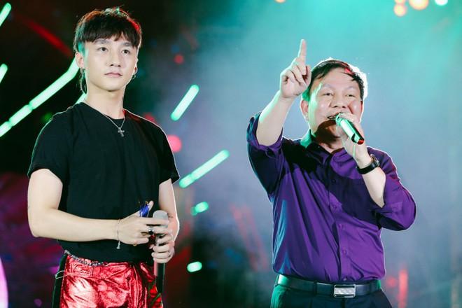 Sơn Tùng M-TP khiến fan phát cuồng vì biểu cảm nhắng nhít cực yêu - Ảnh 3.