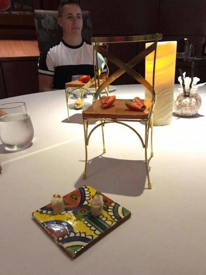 Những đĩa thức ăn độc nhất vô nhị của các nhà hàng khiến thực khách chỉ biết câm nín - Ảnh 8.