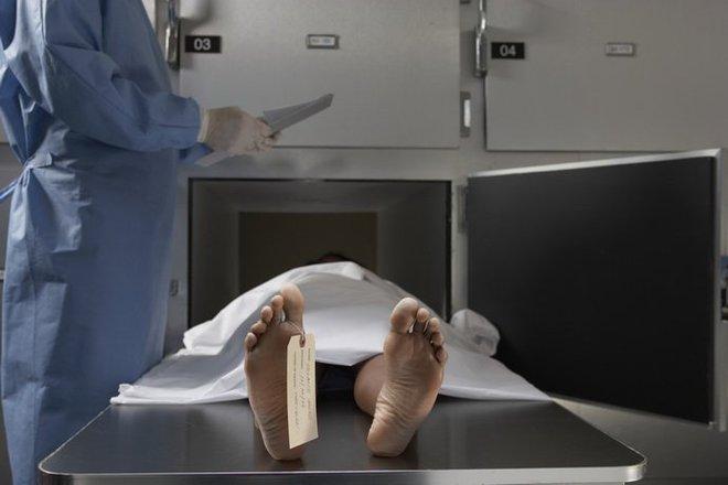 Bị đưa vào nhà xác sau khi ngừng thở, cô gái bất ngờ sống dậy khiến cả gia đình hoảng sợ - Ảnh 2.