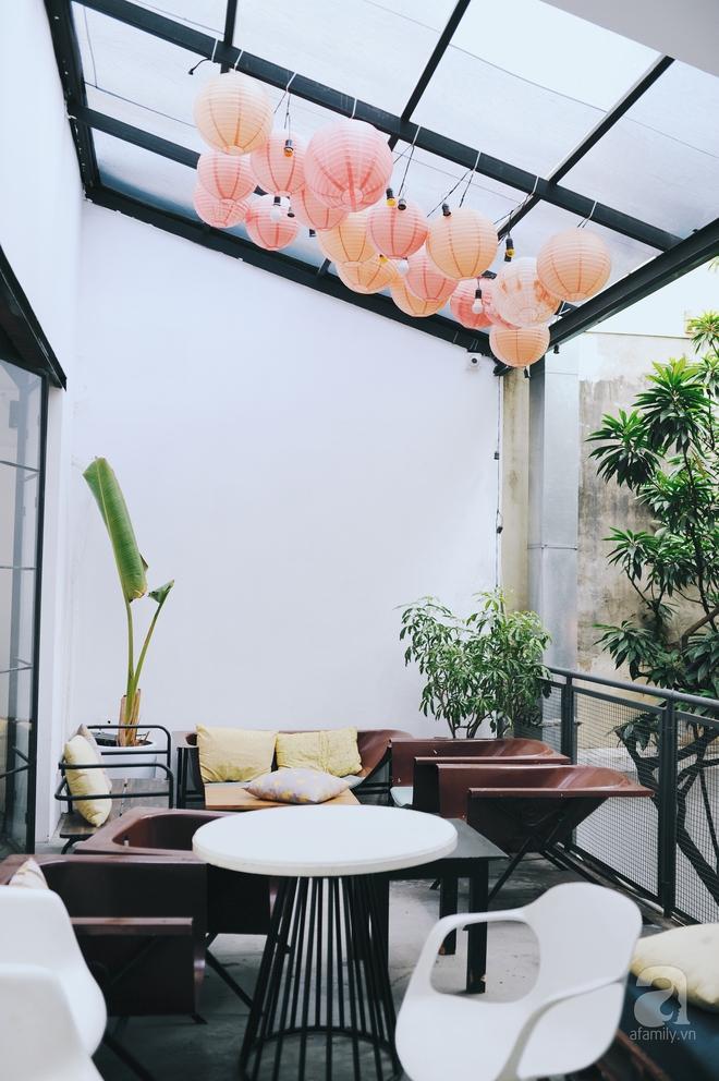 5 quán cafe vừa chất, vừa đẹp ẩn mình trong những ngôi biệt thự cổ ở Hà Nội - Ảnh 1.