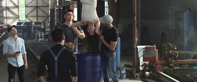 Phim của Nhật Kim Anh tiếp tục lộ loạt cảnh nóng bỏng khiến khán giả... sợ hãi - Ảnh 6.
