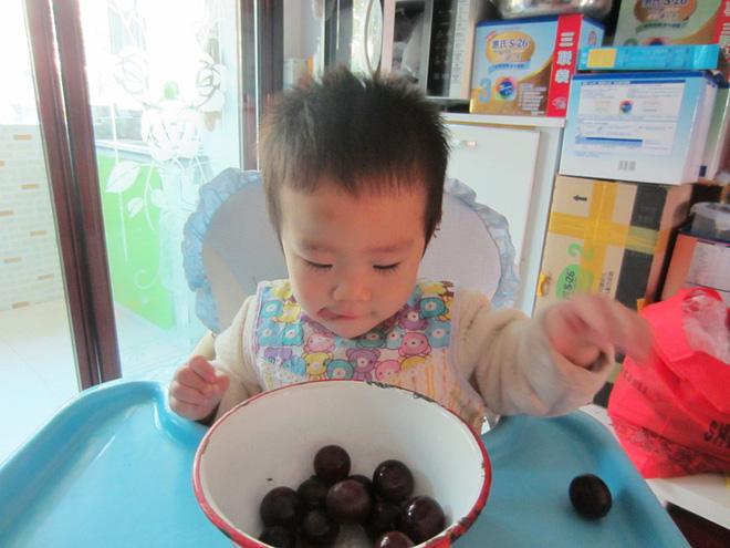 Mách tội bé con 3 tuổi chỉ ăn đồ sang xịn, mặc quần áo hàng hiệu, mẹ trẻ bị nhận đủ gạch đá - ảnh 2
