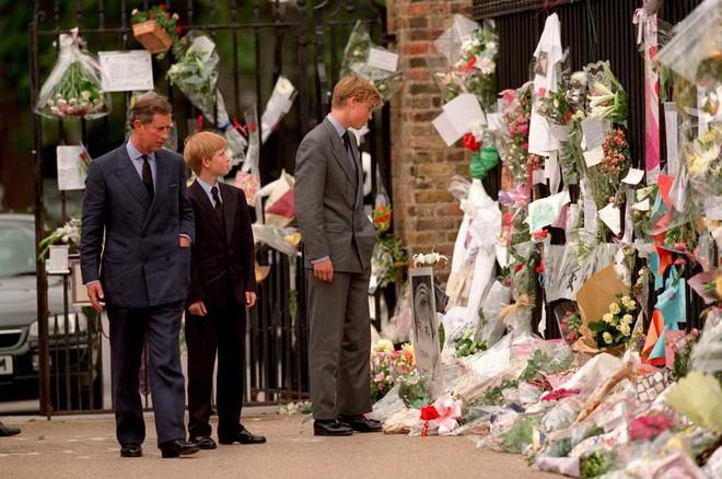 Hé lộ những sự thật động trời về đám tang Công nương Diana mà Hoàng gia Anh giấu kín 20 năm nay - Ảnh 3.