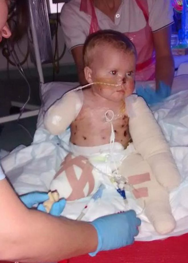 Nhìn móng chân của bé 3 tuổi được sơn sặc sỡ, chỉ có người vô tâm mới chỉ trích - Ảnh 1.