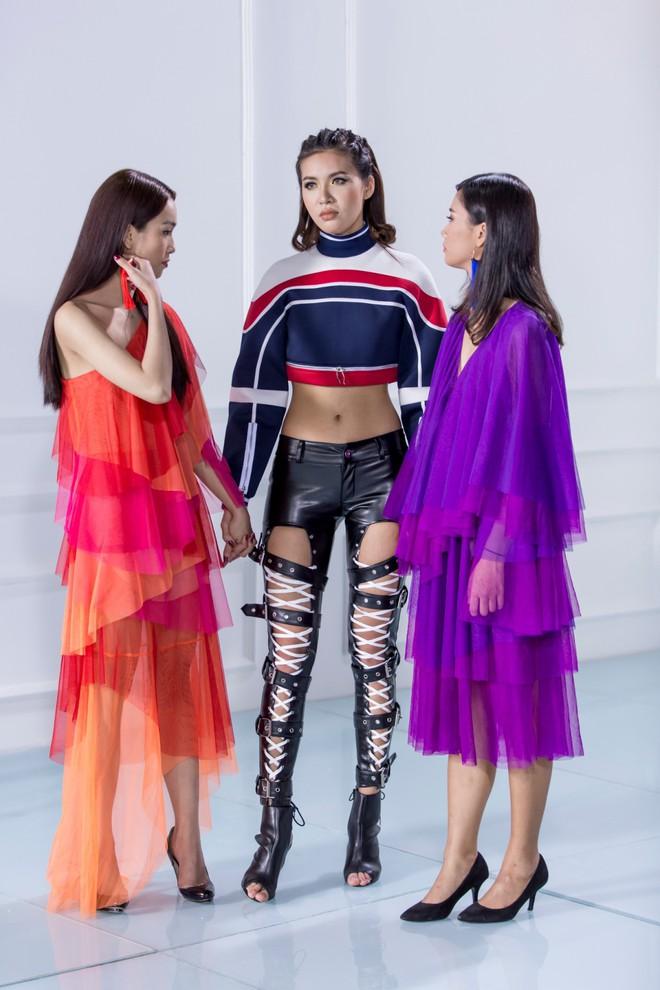 The Look 2017: Minh Tú chém đẹp Phạm Hương và Kỳ Duyên với quần da dây dợ chằng chịt - Ảnh 5.