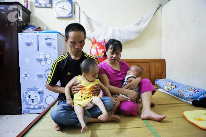 Một ngày của cô bé 4 tuổi không được đến trường, sống sót nhờ những chiếc băng vệ sinh và bao cao su - Ảnh 1.