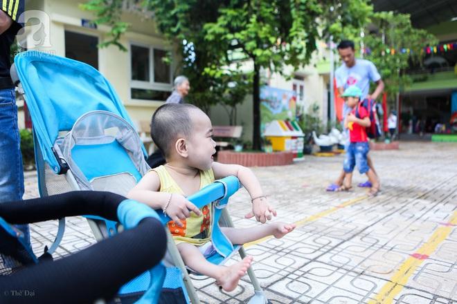 Một ngày của cô bé 4 tuổi không được đến trường, sống sót nhờ những chiếc băng vệ sinh và bao cao su - Ảnh 17.