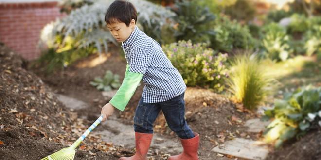 Muốn dụ trẻ làm việc nhà, bố mẹ nên biết cách này - Ảnh 2.