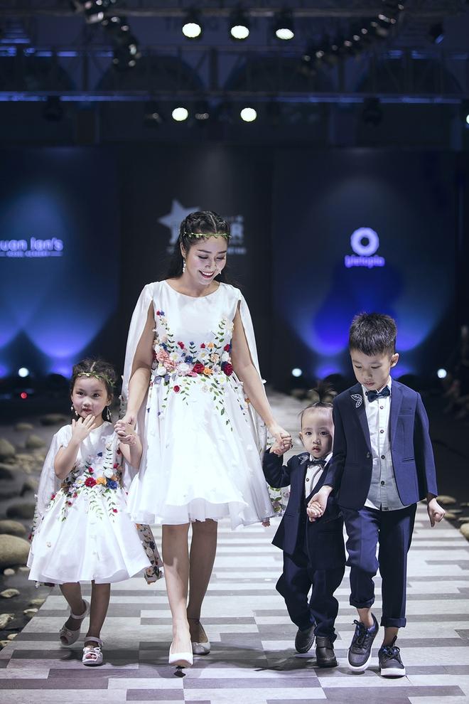 Ốc Thanh Vân cùng 3 nhóc tỳ mở màn Tuần lễ Thời trang Thiếu nhi 2017 - Ảnh 3.