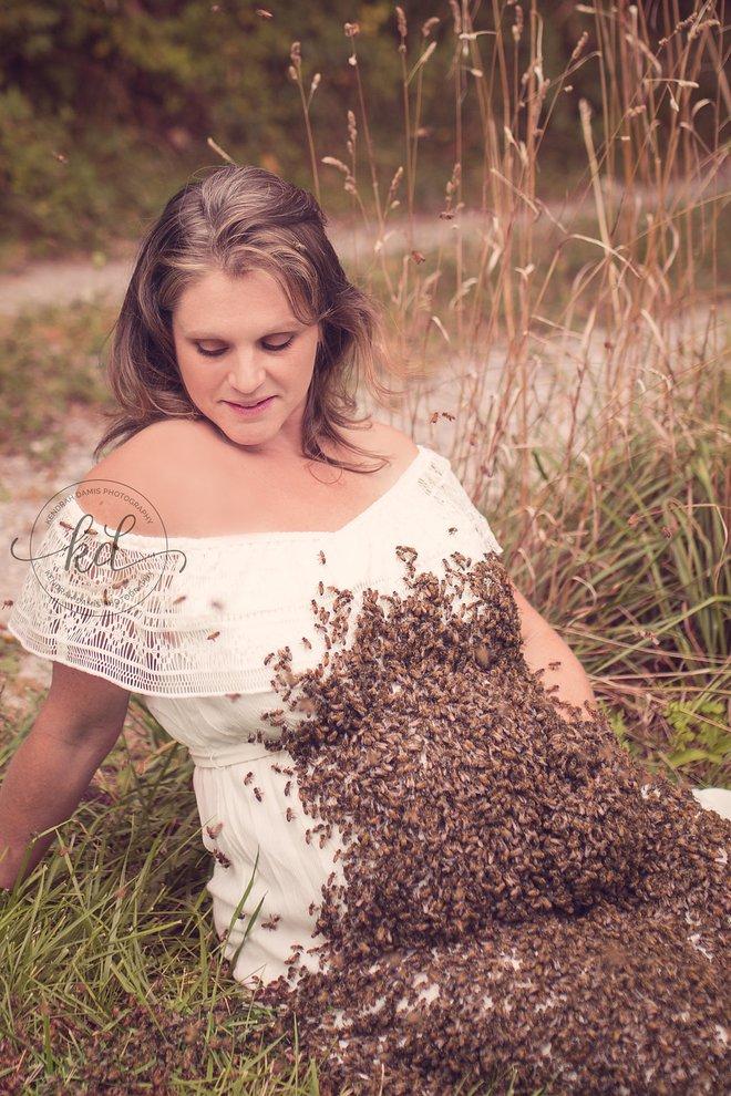 Bí mật bất ngờ phía sau bức hình mẹ bầu chụp hình cùng hàng ngàn con ong - Ảnh 5.