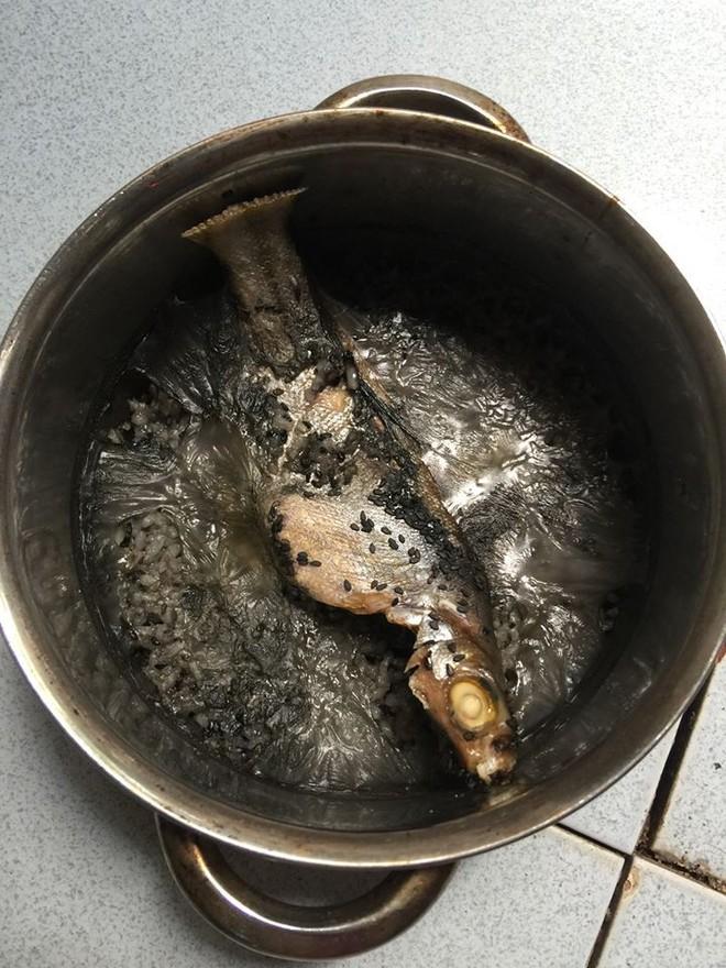 Cười rụng rốn với những pha mất não của hội mẹ bỉm sau sinh: Cá kho hóa cá thui rơm, tương ớt thành tương than - Ảnh 15.