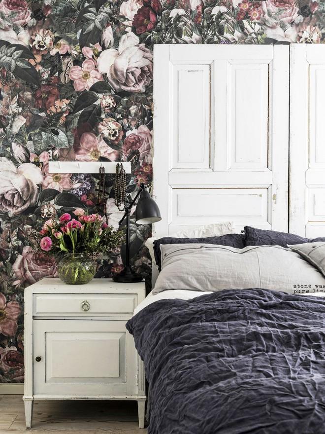 Cả ngôi nhà sẽ được F5 trong tích tắc nhờ trang trí bằng họa tiết hoa sẫm màu - Ảnh 4.
