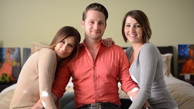 Chuyện của anh chàng chung sống hạnh phúc với 2 'cô vợ' trong một mái nhà 1