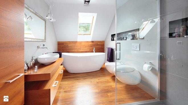 14 mẫu nhà tắm gác mái chỉ cần nhìn qua đã thấy ưng mắt - Ảnh 1.