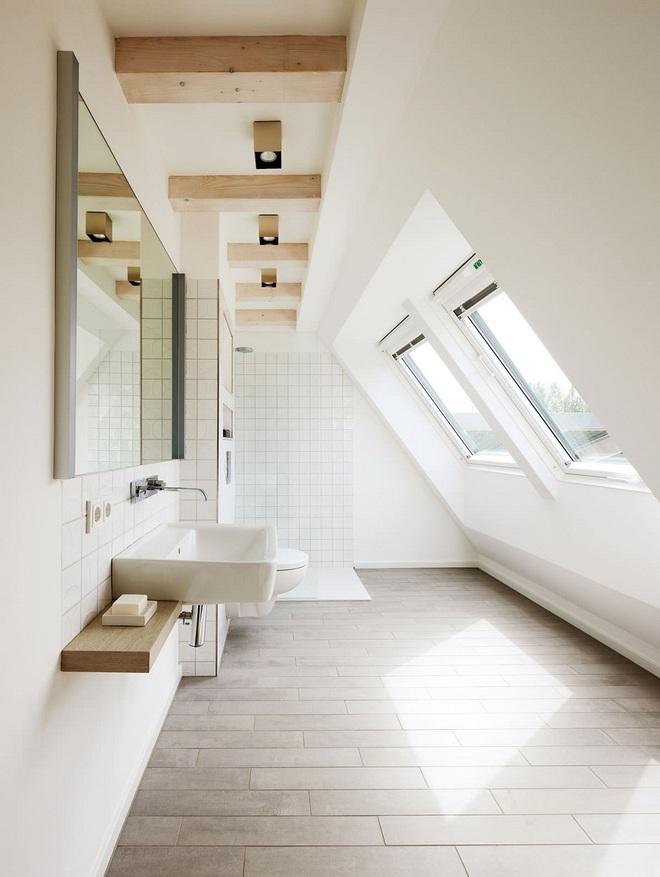 14 mẫu nhà tắm gác mái chỉ cần nhìn qua đã thấy ưng mắt - Ảnh 2.