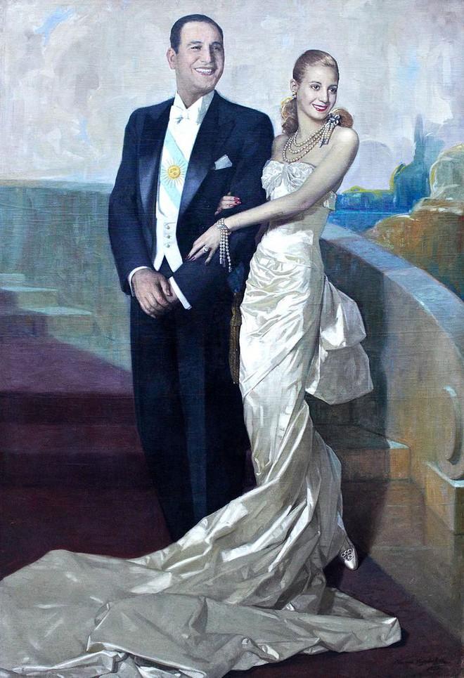 Mối tình định mệnh an bài đưa người phụ nữ từng ngụp lặn chốn lầu xanh lên vị trí đệ nhất phu nhân cao quý - Ảnh 2.