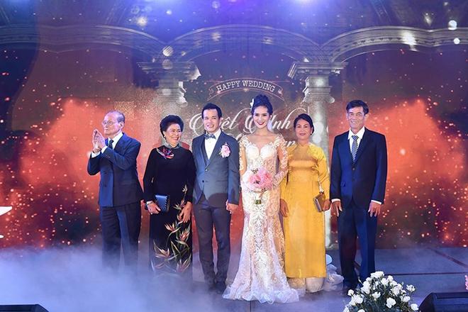 Choáng trước đám cưới xa hoa cả chục tỷ đồng của người đẹp Hoa hậu Hoàn vũ 2015 và đại gia mía đường - Ảnh 2.