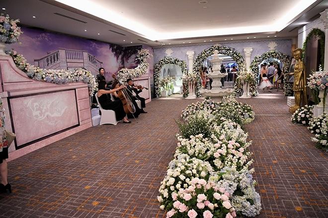 Choáng trước đám cưới xa hoa cả chục tỷ đồng của người đẹp Hoa hậu Hoàn vũ 2015 và đại gia mía đường - Ảnh 6.