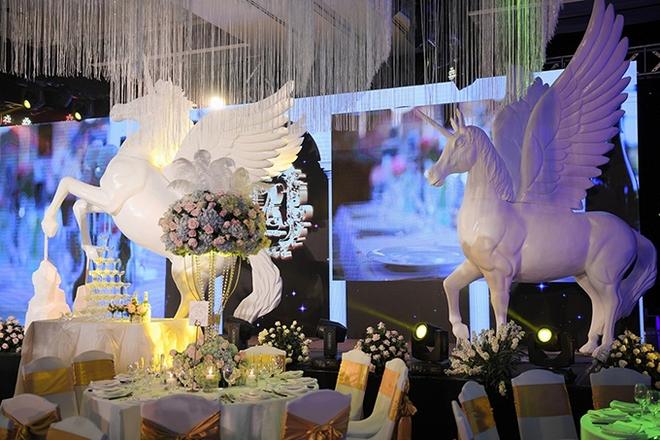 Choáng trước đám cưới xa hoa cả chục tỷ đồng của người đẹp Hoa hậu Hoàn vũ 2015 và đại gia mía đường - Ảnh 11.