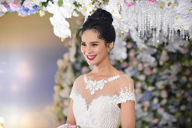 Choáng trước đám cưới xa hoa cả chục tỷ đồng của người đẹp Hoa hậu Hoàn vũ 2015 và đại gia mía đường - Ảnh 19.