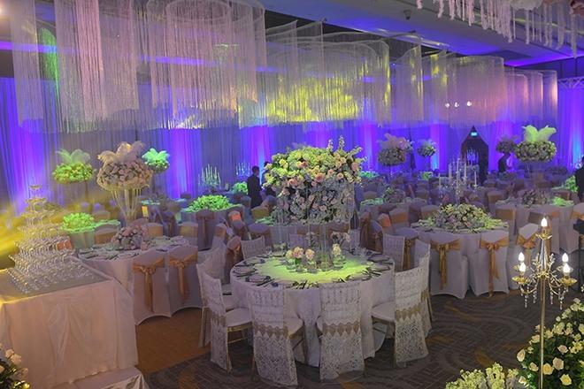 Choáng trước đám cưới xa hoa cả chục tỷ đồng của người đẹp Hoa hậu Hoàn vũ 2015 và đại gia mía đường - Ảnh 8.