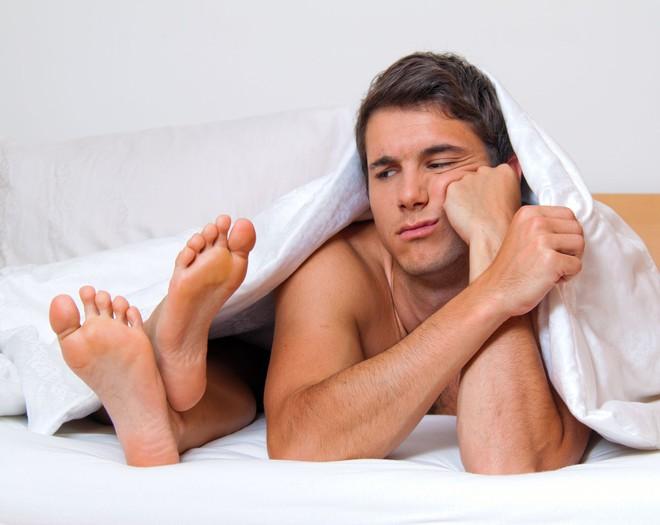 """4 nguyên nhân khiến đời sống chăn gối của bạn """"chán gần chết"""""""