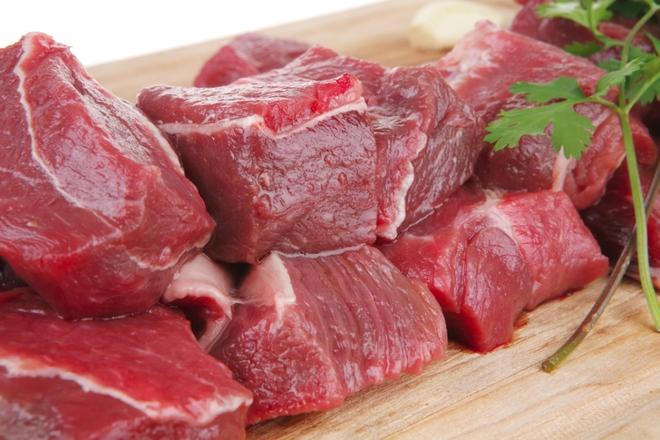 """Đi chợ mua thịt bò thì cứ phải """"tay ấn, mắt soi"""", bảo đảm không sợ nhầm thịt trâu hay lợn sề trà trộn - Ảnh 2."""
