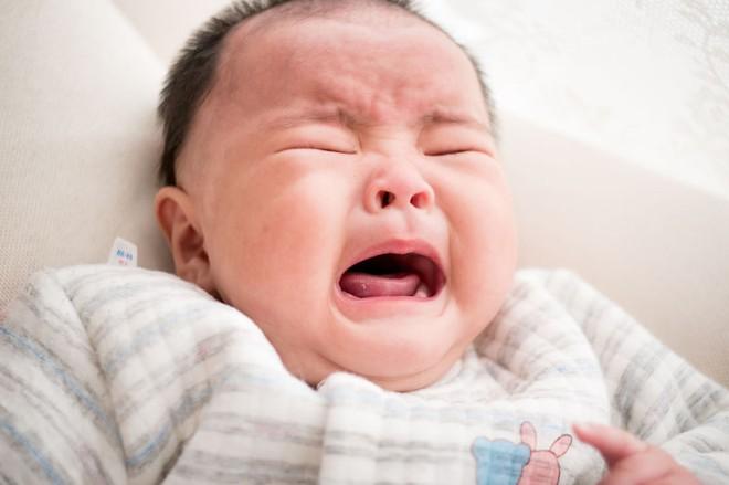 Mẹ kiên nhẫn làm việc này, con quấy khóc cũng nín ngay lập tức lại còn lợi sức khỏe đủ đường - Ảnh 1.