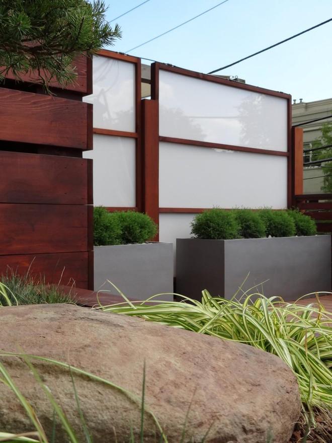 10 mẫu hàng rào vừa đẹp vừa tiết kiệm chi phí cho khu vườn nhà bạn thêm xinh - Ảnh 2.