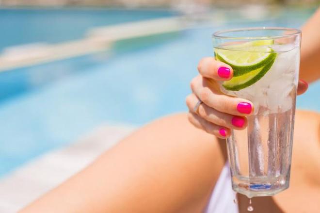 3 loại nước còn lợi hại hơn nước chanh, hỗ trợ bạn giảm được cân nặng đáng kể - Ảnh 2.