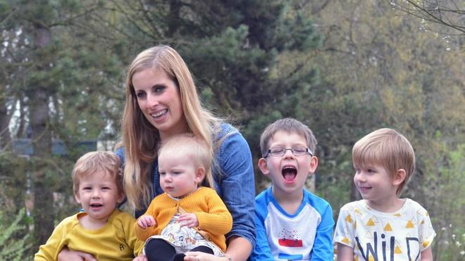 """Bà mẹ """"siêu nhạy"""", sinh liền tù tì 4 đứa dù dùng đủ biện pháp ngừa thai, cuối cùng chồng cô quyết định… - Ảnh 2."""
