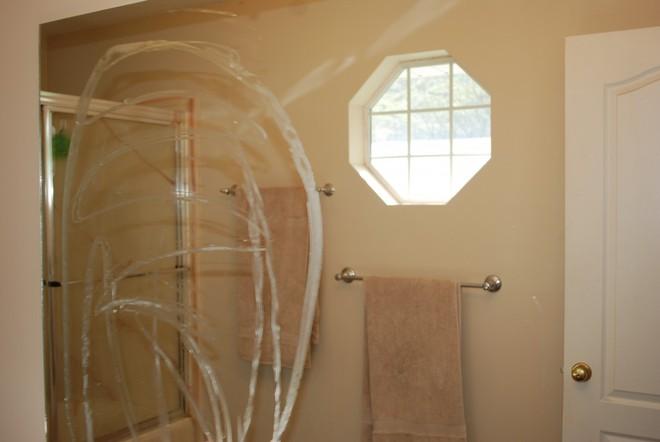 Mỗi tuần làm việc này 1 lần, gương phòng tắm sáng choang, không bao giờ bị đục hay loang lổ hơi nước - Ảnh 2.